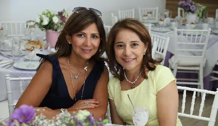Adriana Villalobos y Rebeca Córdova.