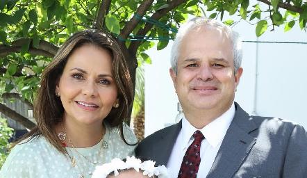 Toyita Villalobos, Héctor Dávila y Fernanda.
