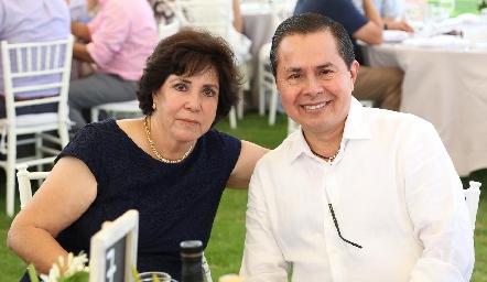 Perla de la Rosa y César Contreras.