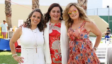 Michelle Zarur, Deyanira Cázares y Erika Olivares.