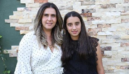 Brenda Hernández y María Mares.