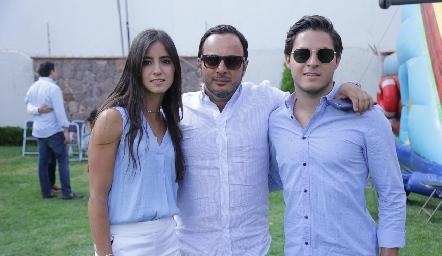 Alejandro Stevens con sus hijos Ximena y Ale.