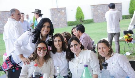 Rocío, Carmelita, Isa, Marifer y Paty.