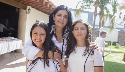 Rocío Espinosa con Pía y Vero.