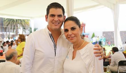 Antonio Morales y su mamá Malú Espinosa.