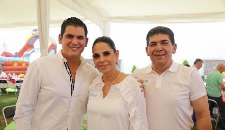 Antonio, Malú y Antonio Morales.
