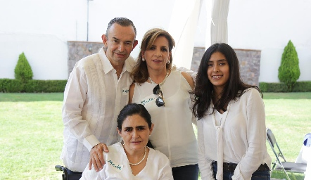 Alejandro Pérez, Ana Emelia Tobías y Meche.