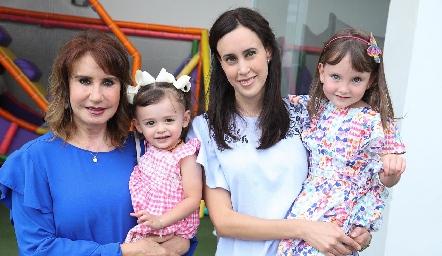 María Teresa Mejía, Estefanía, Brenda González y Catalina.