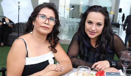 Silvia Rodríguez y ThaliaTorres.