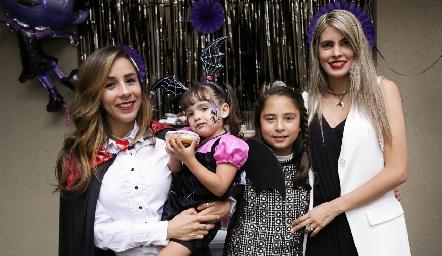 Montse, Renata, María Emilia y Mariana.