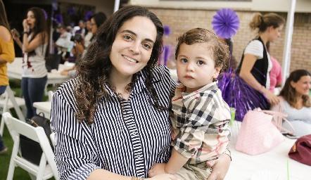 Yesmin Soto y su pequeño.