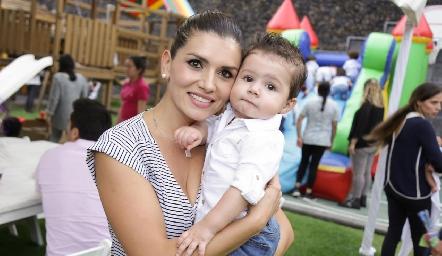 Ana Gaby López y Sebastián.