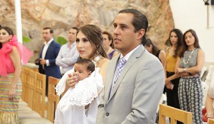 Ceci Castelo y Juan Pablo Ramírez con su hijo Juan Pablo.