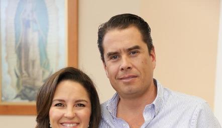Marifer Ramírez y Guillermo Chávez con su hija Fer.