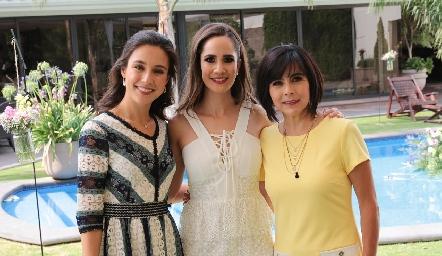 Tere Mancilla, Dani Mina y Teresa Guerrero de Mancilla.