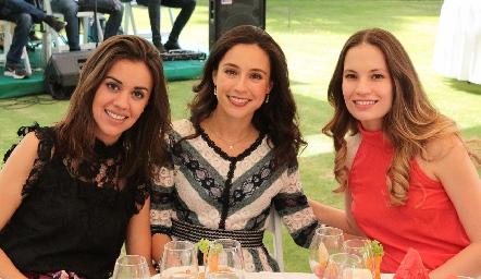 María Pía González, Tere Mancilla y Bárbara Portales.