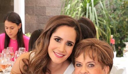 Dani Mina y su abuela Yolanda Espinosa de Payán.