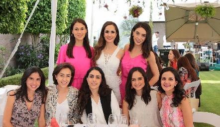 Carmelita Del Valle, Dani Mina, Adri de la Maza, Midori Barral, Lula Torres, Claudia Villasana, Adriana Torres y Yolanda Aguillón.
