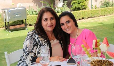 Mili Estrada y Ivania Gómez.