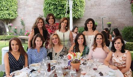 Guadalupe Santos, Coco Mendizábal, Alejandra Ávila, Lucía Escobedo, Lorena Herrera, Tawi Garza, Mimí Hinojosa, Elsa Tamez, Gaby Payán y Alicia Gallegos.