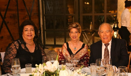 Marissa Moreno, María Elena Guerra y Adrián González.