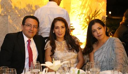 Guillermo Montiel, Claudia Pomposo y Paty Pomposo.
