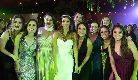 Daniela Güemes con sus amigas.