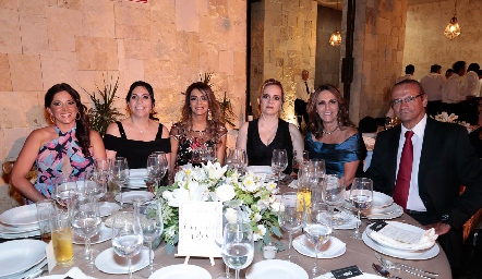Caro Rocha, July Mahbub, Lizette Abud, María Elena León, Tichis Araiza y Carlos González.