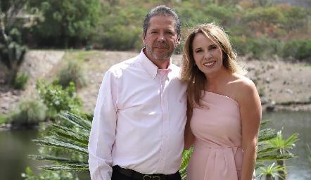 Alejandro Santibáñez y Lupita Pereda.