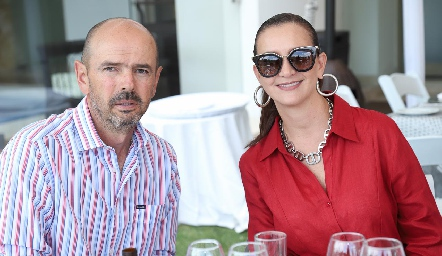 Ricardo Meade y Karina Navarro.