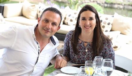 Jorge Flores y Erika Muñoz.