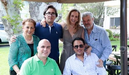 Raquel Gómez de Eichelmann, Erick Augusto Eichelmann, Elizabeth Eichelmann, Luis José Ruiz, Edgar y Erick Eichelmann.