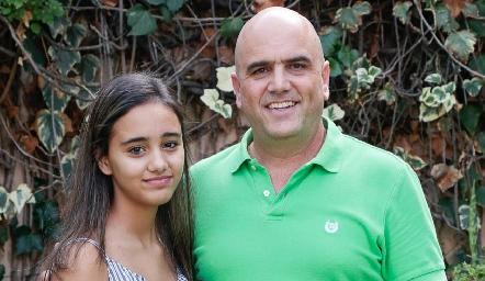 Edgar con su hija Karinka.