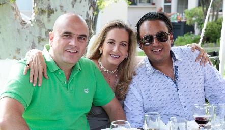 Edgar con sus hermanos, Elizabeth y Erick Eichelmann.