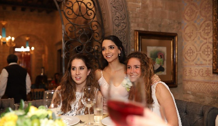 Mónica Torres, Sofía Álvarez y María Emilia Torre.