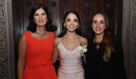 Marus Hernández, Sofía Álvarez y Ángeles Mahbub.