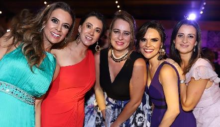 Primas Galarza, Daniela Díaz de León, Vanessa y Meritchell Galarza, Ale Díaz de León y Mónica Galarza.