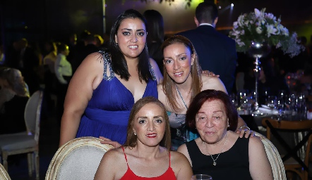 Rocío, Sofía, Elsa y Blanca Acebo.