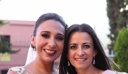 Pamela Tomás Obrador con su prima Mónica Galarza.