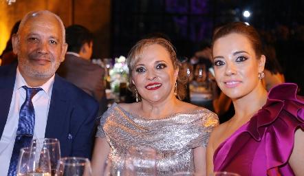 Luis Fernando Parra, Julissa Parra y Melissa Flores.