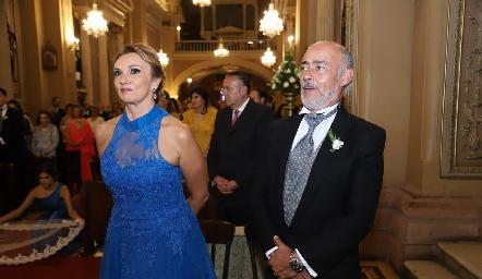 Norma Galarza de Tomás Obrador y Antonio Tomás Obrador, papás de la novia.