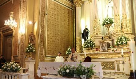 El Arzobispo Carlos Cabrera ofició la ceremonia.