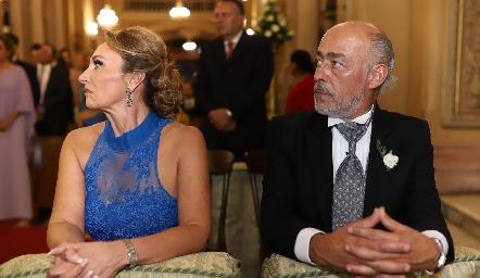Norma Galarza y Antonio Tomás Obrador, padres de la novia.