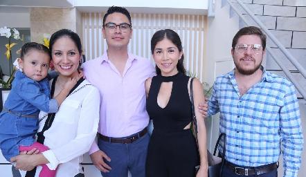 Fernanda, Karina Martínez, Irving Zavala, Samantha Sánchez y Luis Palau.