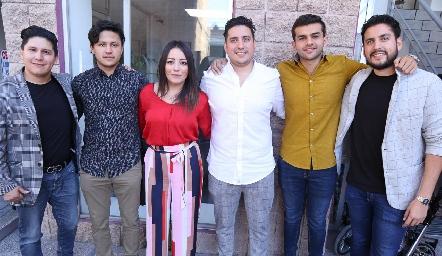 Francisco y André Escalante Castañón, Michelle Hernández Castañón, Jorge, Roberto y Mario García Castañón.