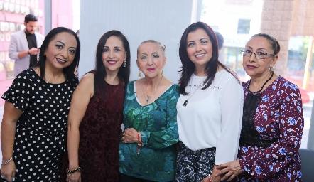 Lucero, Isabel, Elvia, Marisela e Irma Castañón.