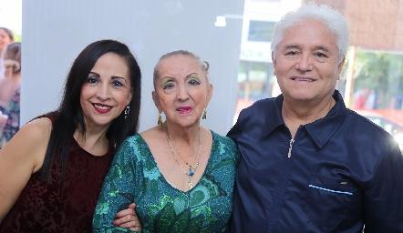 Dra. Isabel Castañón y Elvia Ruíz y Dr. Francisco Escalante.