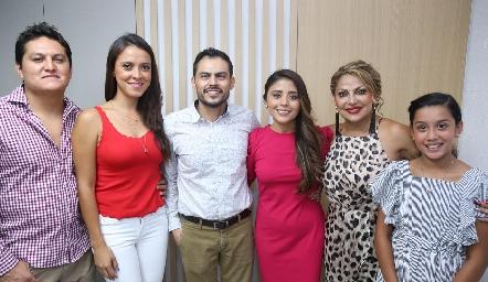 En compañía de la familia del Dr. Morado.