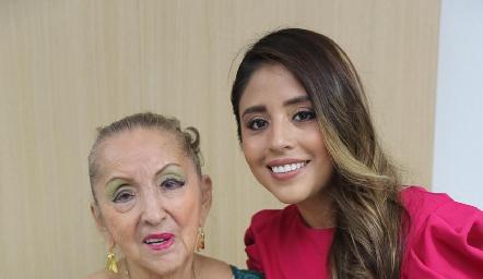 Elvia Castañón y Mariana Escalante.