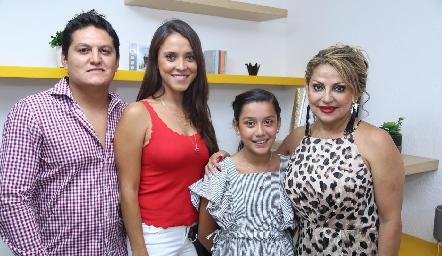 Hugo Morado, Jennifer Ávalos, Romina Morado y Carmen Aramburo.